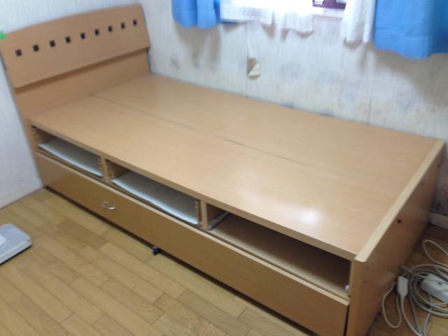 重たいベッド