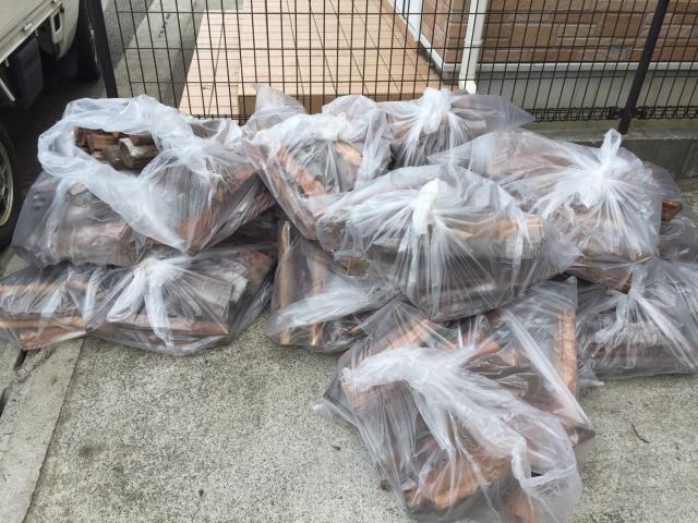 枕木のゴミ袋