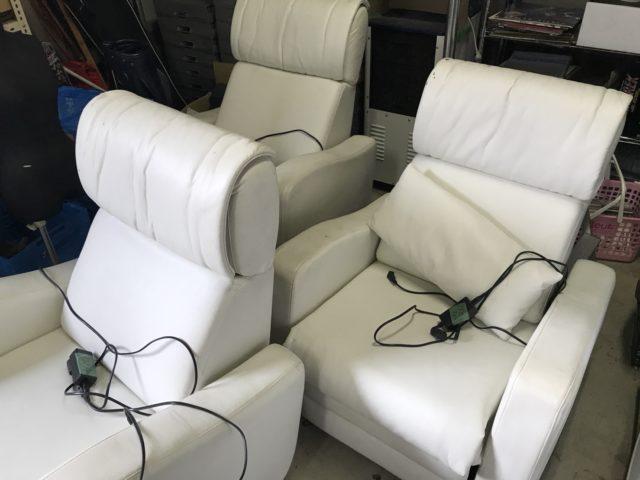3台の一人掛けソファー
