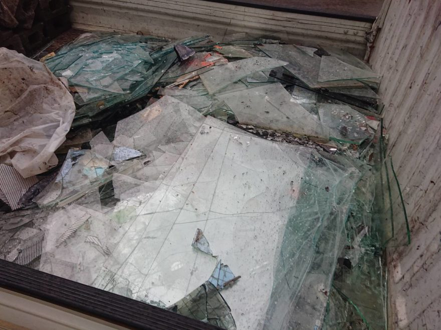 中央区銀座 窓ガラス