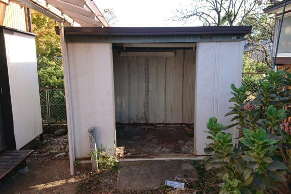川崎市多摩区で窓付き物置と4本の木の伐根