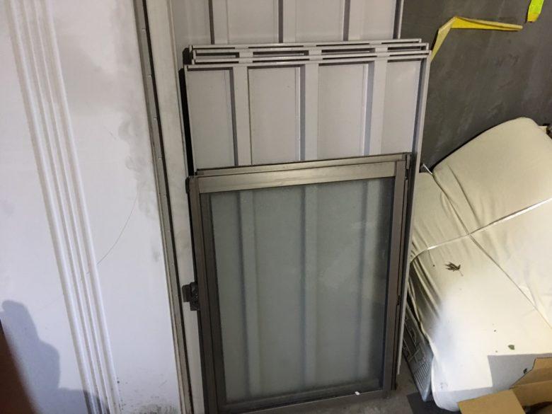 物置 窓付き